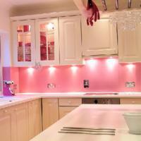 roze tegels in de keuken, Meubels Ideeën